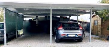 tettoia costruita con struttura zincata a caldo in tubolari e copertura con pannelli coibentati